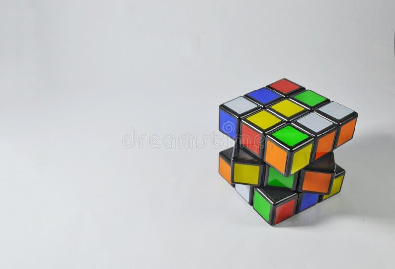 Rubik在白色背景的` s立方体 免版税库存图片