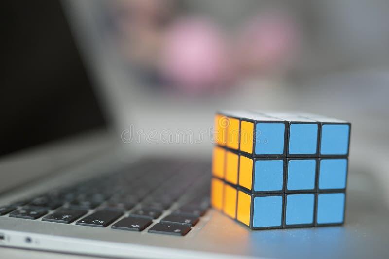 Rubik的立方体的选择聚焦 免版税库存照片