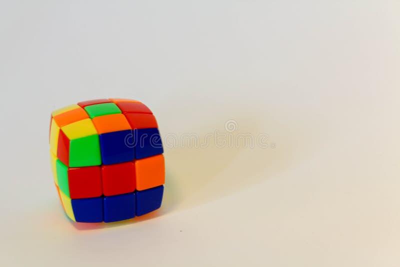 Rubik não-resolvido isolado fotos de stock