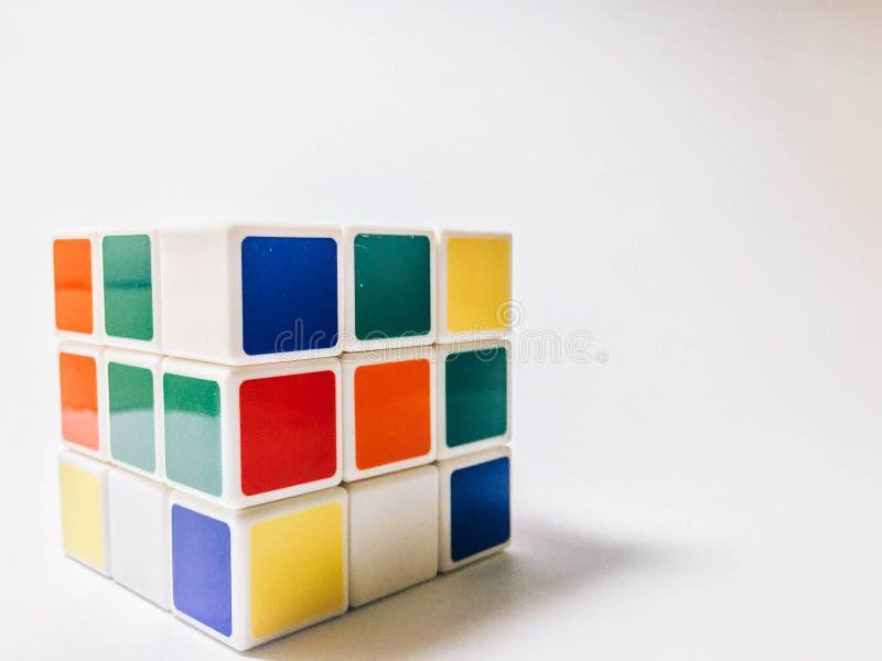 Rubik ` s sześcian na białym tle obrazy stock