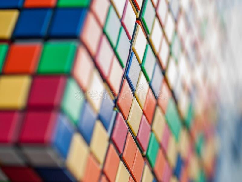 Rubiks立方体墙壁 免版税库存照片