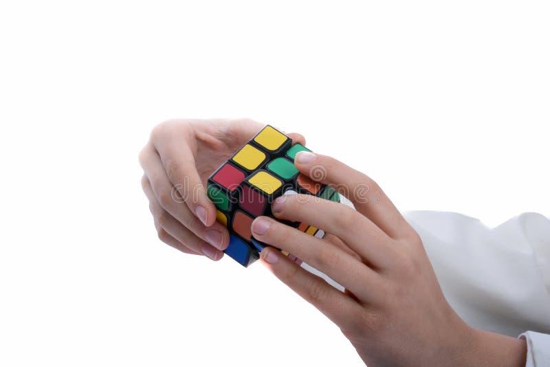 Rubiks kub i hand arkivbild