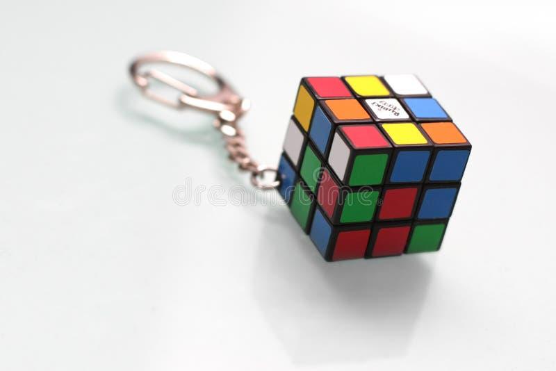Rubiks Würfel-Schlüsselkette lizenzfreies stockbild