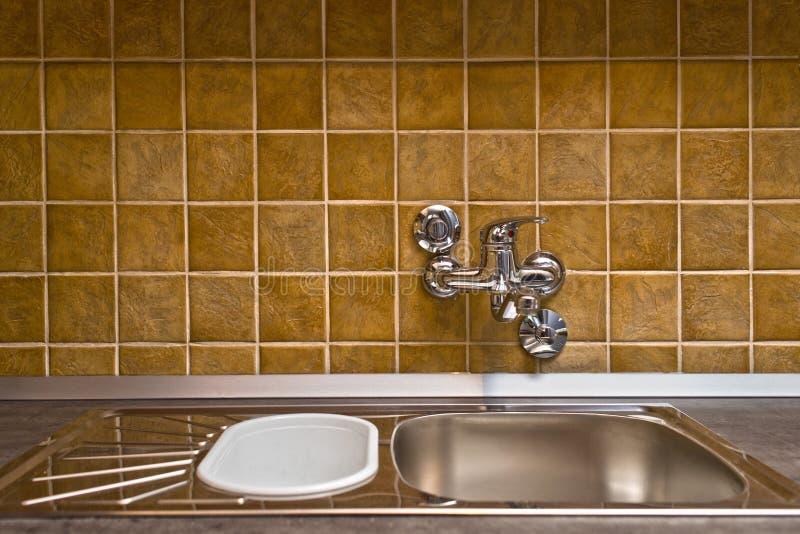 Rubinetto e lavandino della cucina dell 39 acciaio for Rubinetto lavandino cucina