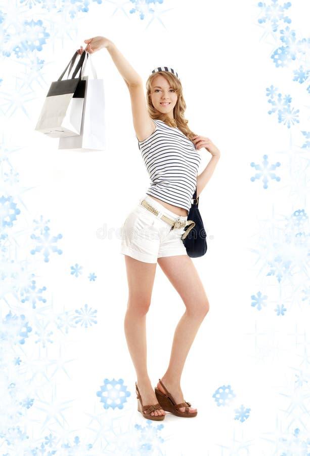 Rubio con los bolsos de compras y snowflakes#2 imagen de archivo libre de regalías