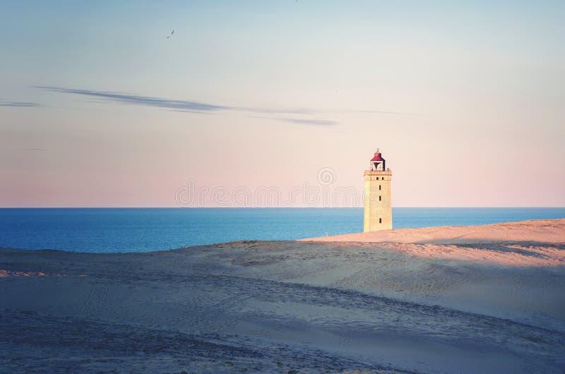 Rubjerg Knude och havet arkivbild