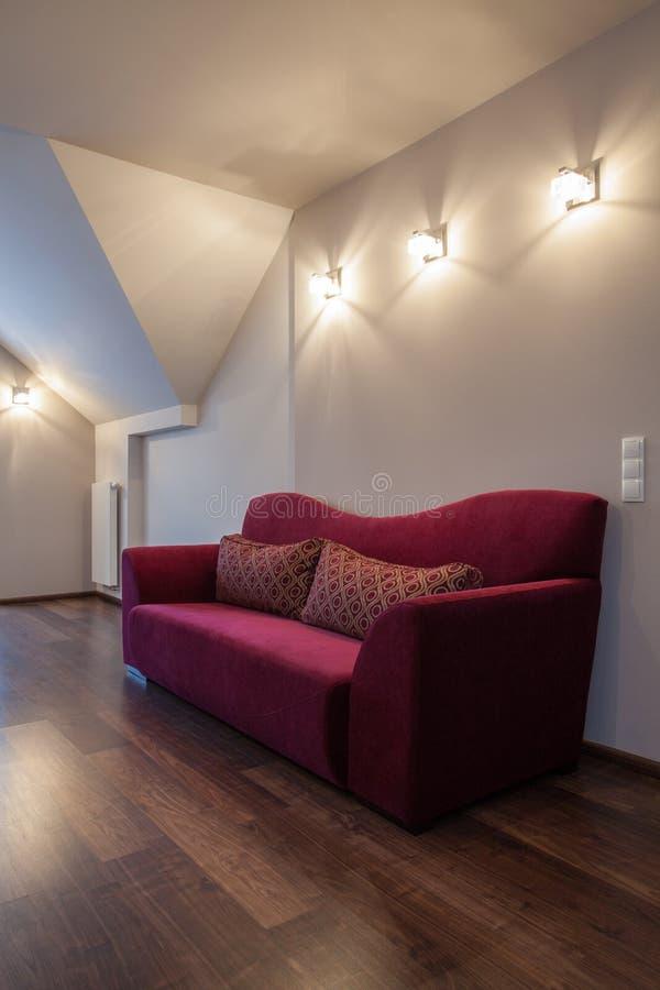 Rubyhus - stilfull soffa fotografering för bildbyråer