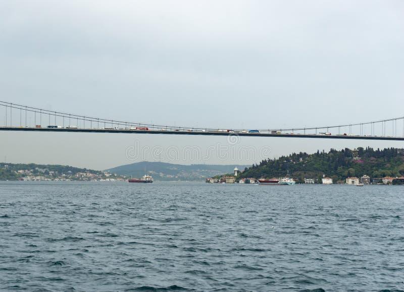 Ruchów drogowych problemy i ruchu drogowego dżem na moście w Istanbuł Bosphorus mostu lub 15 Lipa męczenników fotografia stock