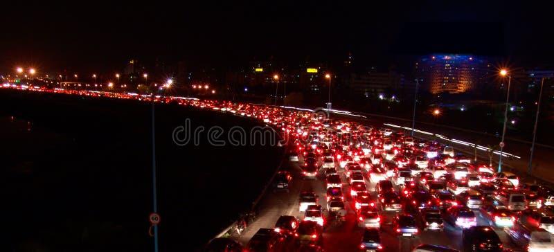 Ruch drogowy dżem przy nocą obraz royalty free