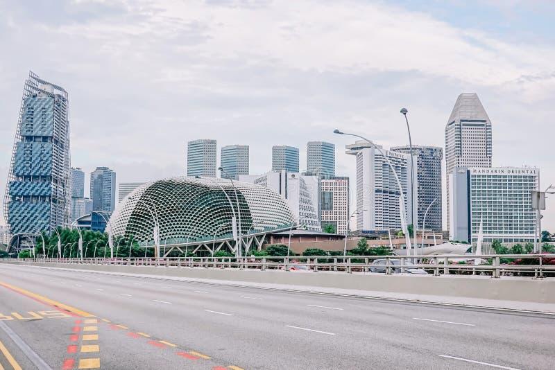 Ruch drogowy droga przy esplanada mostem, esplanad Theatres na zatoce jest zawody międzynarodowi i miejscowego centrum dla występ obrazy royalty free