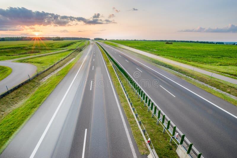 Ruch drogowy na autostradzie obrazy stock