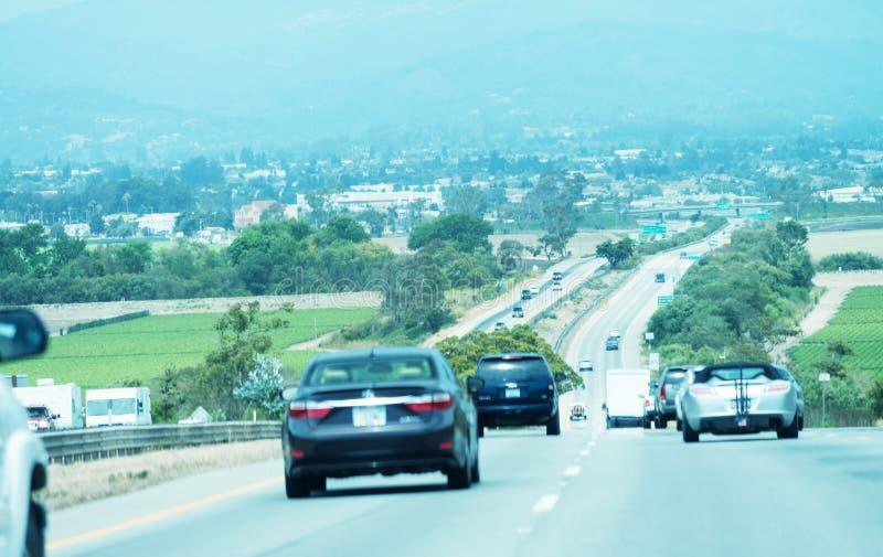 Ruch drogowy w Kalifornia Nabrzeżnej autostradzie zdjęcie stock