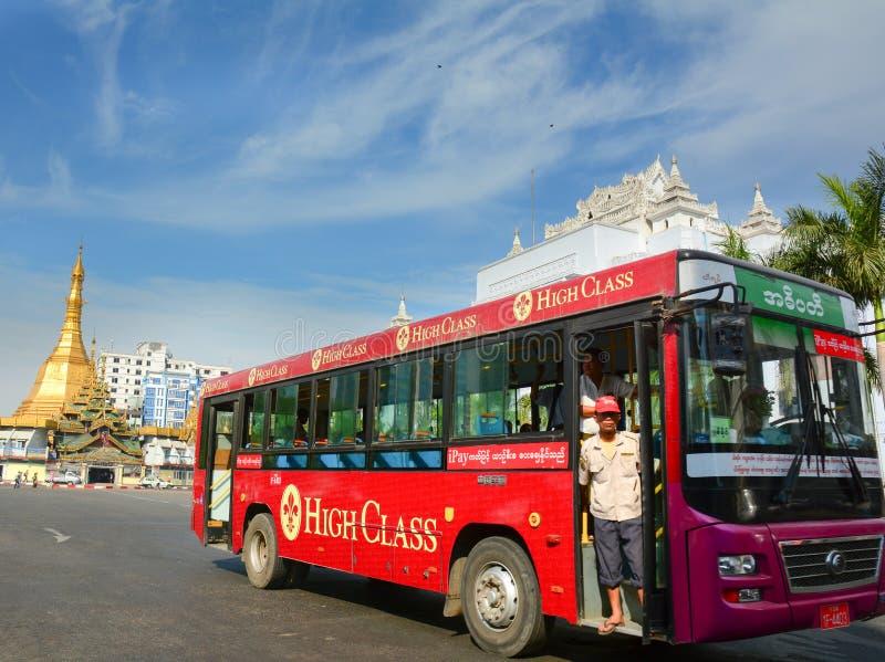 Ruch drogowy w w centrum Yangon, Myanmar fotografia royalty free