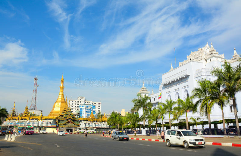 Ruch drogowy w w centrum Yangon, Myanmar obrazy royalty free