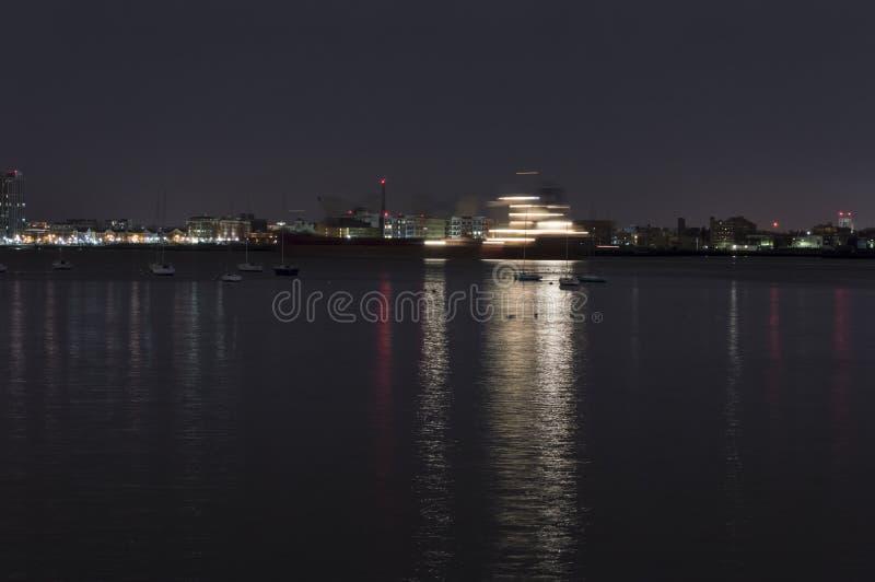 Ruch plama krzyżuje Boston schronienie statek obrazy stock
