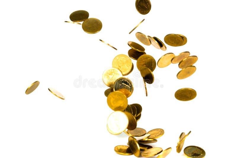 Ruch spada złocista moneta, lata monetę, podeszczowy pieniądze odizolowywający obraz stock
