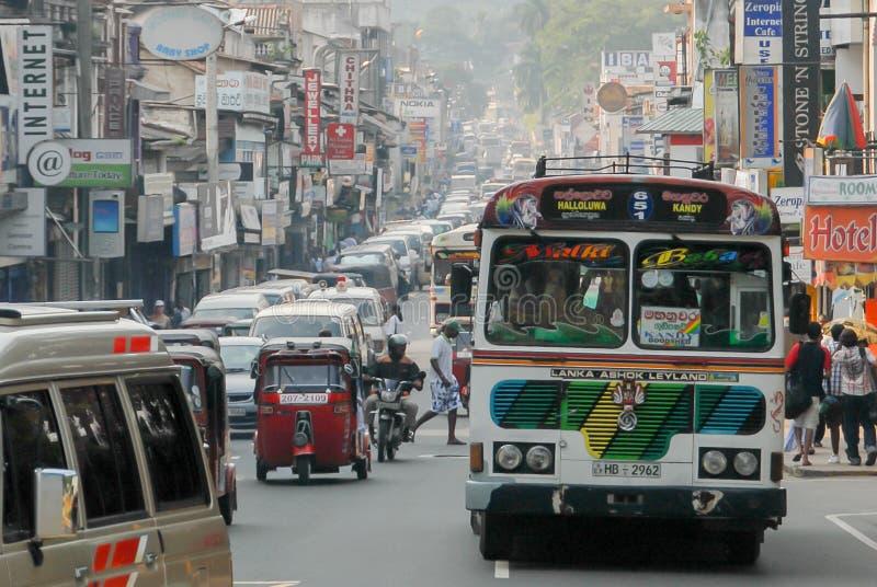 Ruchliwa ulica w Kandy Sri Lanka obraz stock