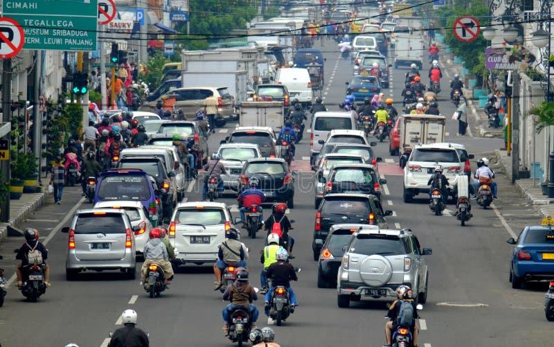 Ruchliwie godzina w Azja Afrika ulicie w Bandung, obrazy royalty free