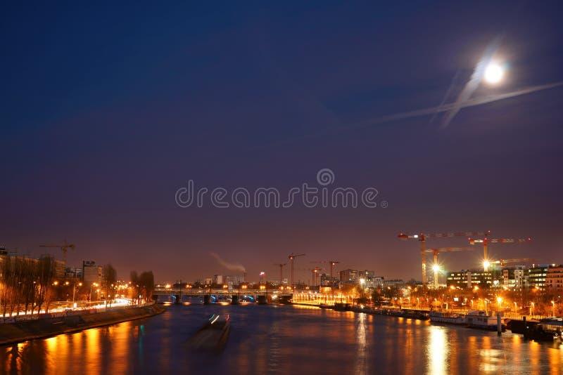 Ruchliwie Miastowa nocy scena Francja obraz stock