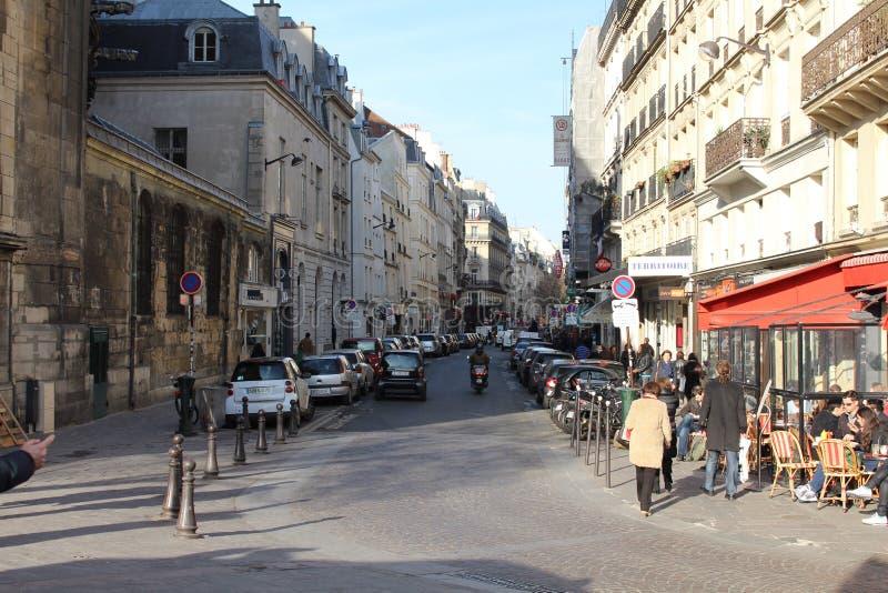 Ruchliwie Paryska ulica zdjęcia stock
