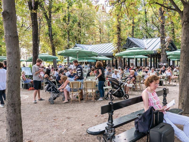 Ruchliwie plenerowa kawiarnia w Jardin de Luksemburg, Paryż, Francja obraz stock