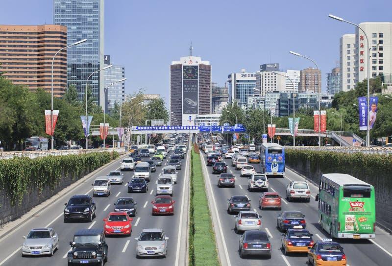 Ruchliwie ruch drogowy na trzeci obwodnicie, Pekin centrum, Chiny fotografia stock