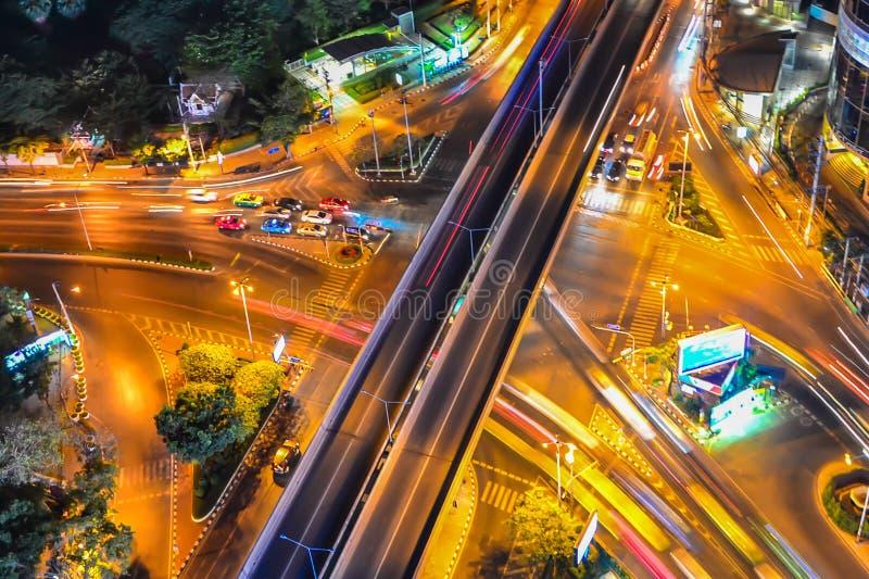 Ruchliwie ruch drogowy w mieście obrazy stock