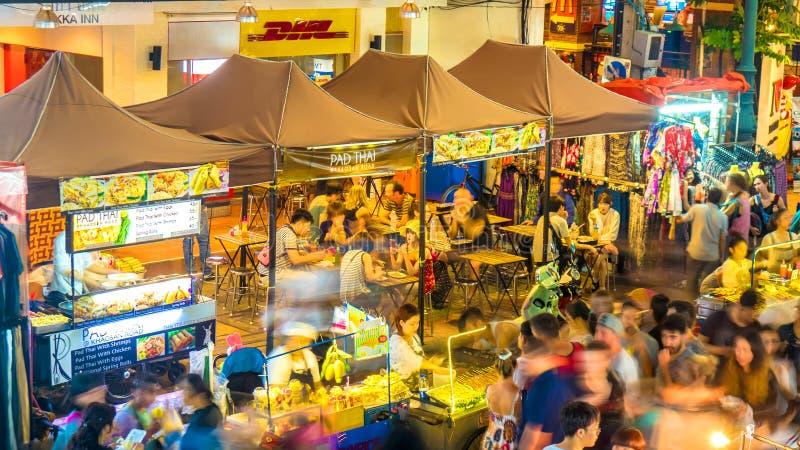 Ruchliwych ulic restauracje na Khao San drodze w Bangkok zdjęcia stock