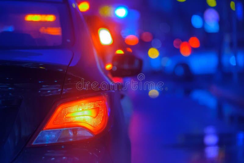 Ruchu drogowego dżem przy dużym miasto plecy widokiem obraz stock