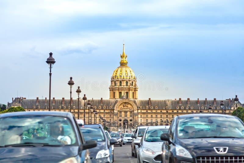 Ruchu drogowego dżem przy Invalides w Paryż fotografia royalty free