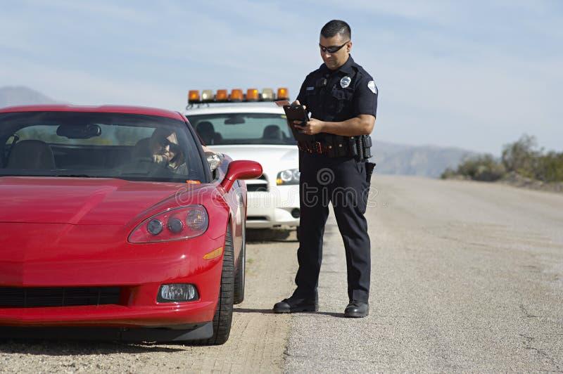 Ruchu drogowego policjant sporta samochodem obraz stock