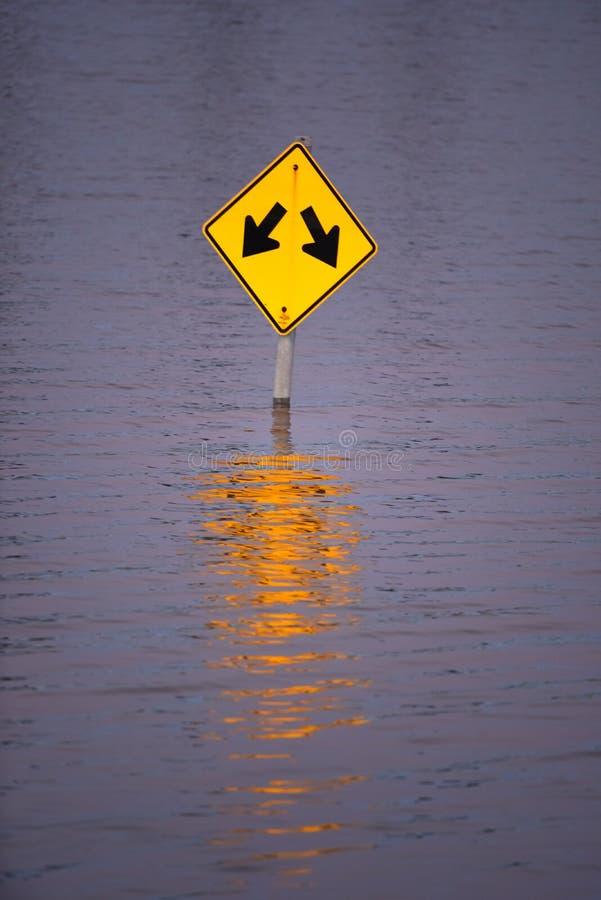 Ruchu drogowego znak Zanurzający pod powodzią Nawadnia w Missouri zdjęcia royalty free