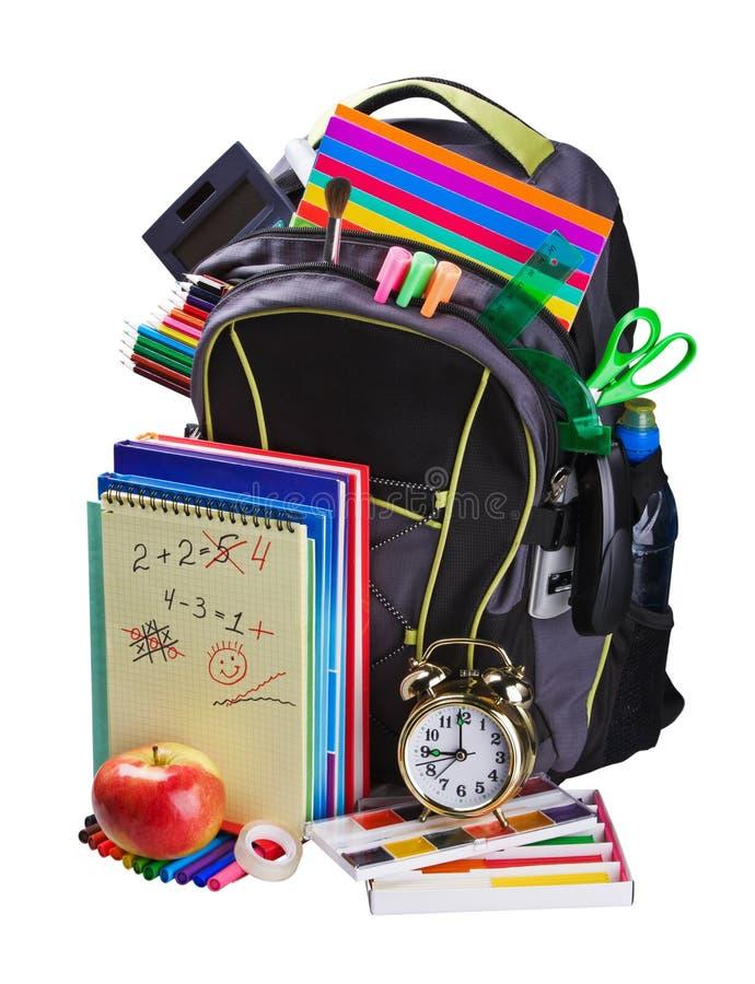 Rucksack voll Schulezubehör lizenzfreies stockfoto