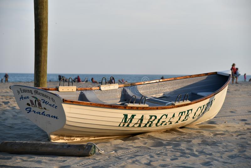 Ruderboot auf dem Strand Margate New-Jersey stockfoto