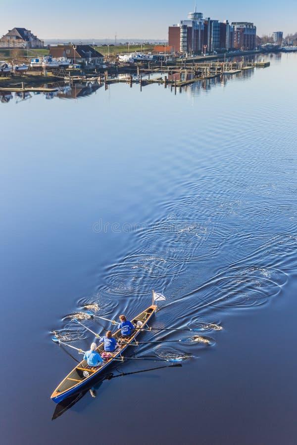 Ruderboot an der Ems-Jade-Kanal in Wilhelmshaven lizenzfreies stockfoto