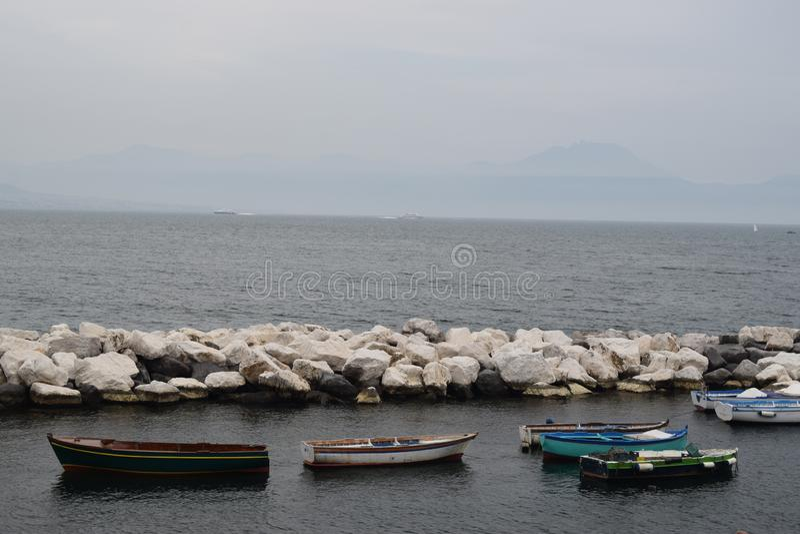 Ruderboot in Neapel Italien lizenzfreie stockfotos