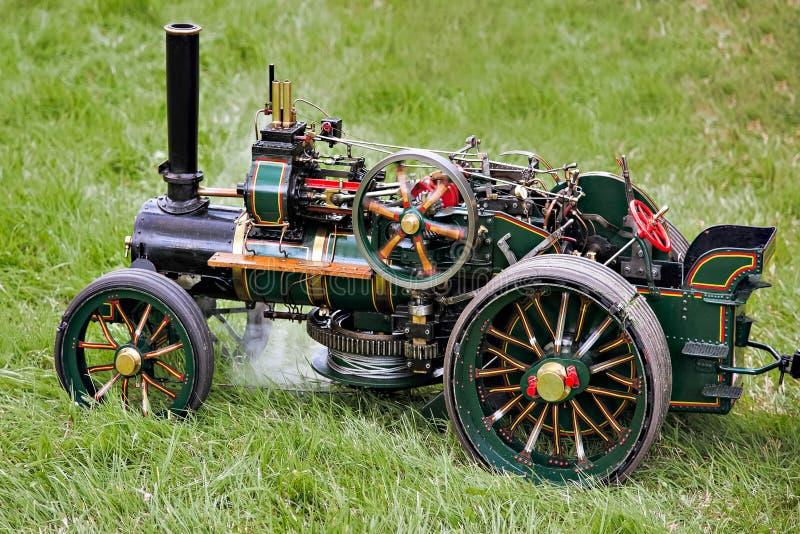 RUDGWICK VÄSTRA SUSSEX/UK - AUGUSTI 27: Leksakdragkraftmotor på Ru royaltyfria bilder