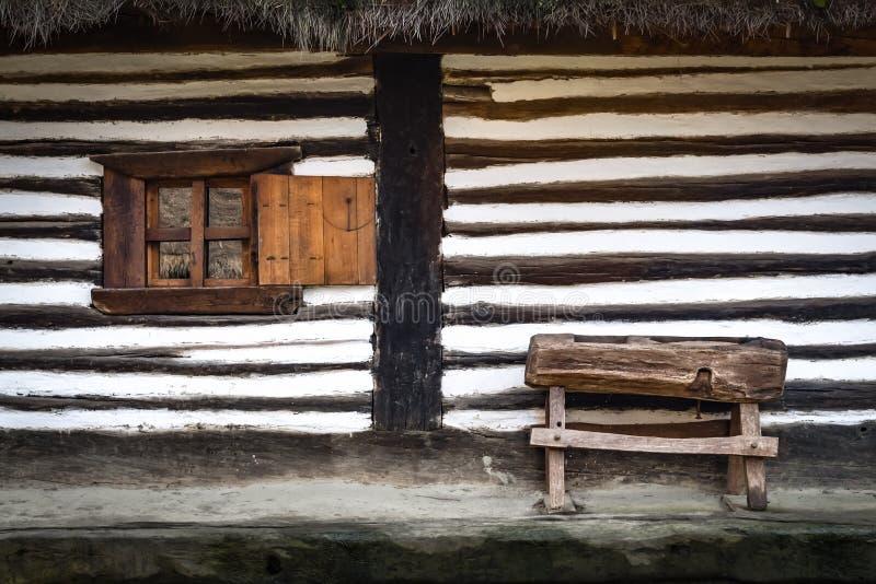Rudimentair type van tarwemolen voor een Roemeens huis royalty-vrije stock fotografie