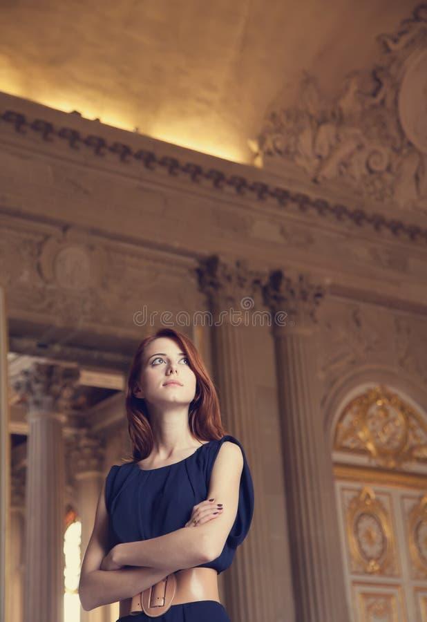 Rudzielec dziewczyna w Versailles zdjęcia royalty free
