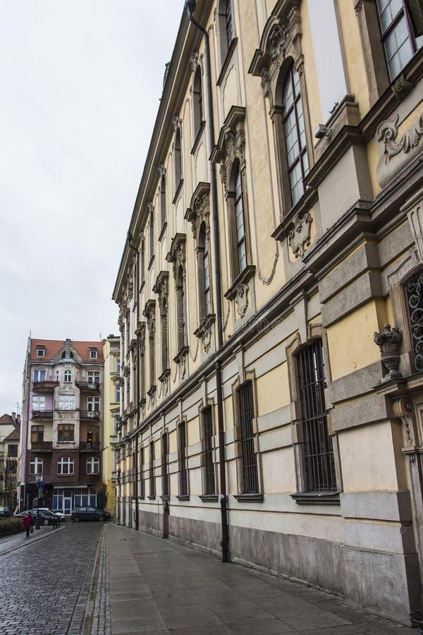 Rue à Wroclaw par temps nuageux poland photographie stock