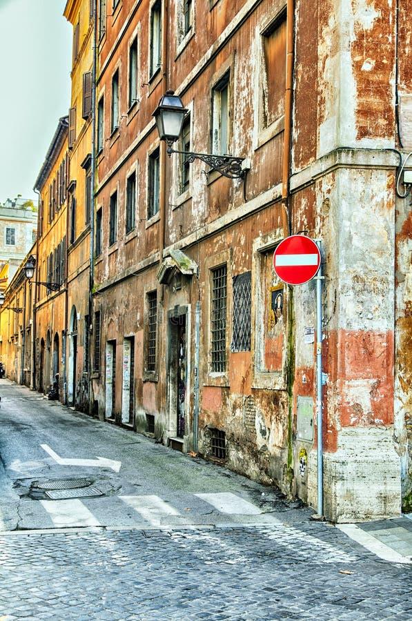 Rue étroite à Rome photos libres de droits
