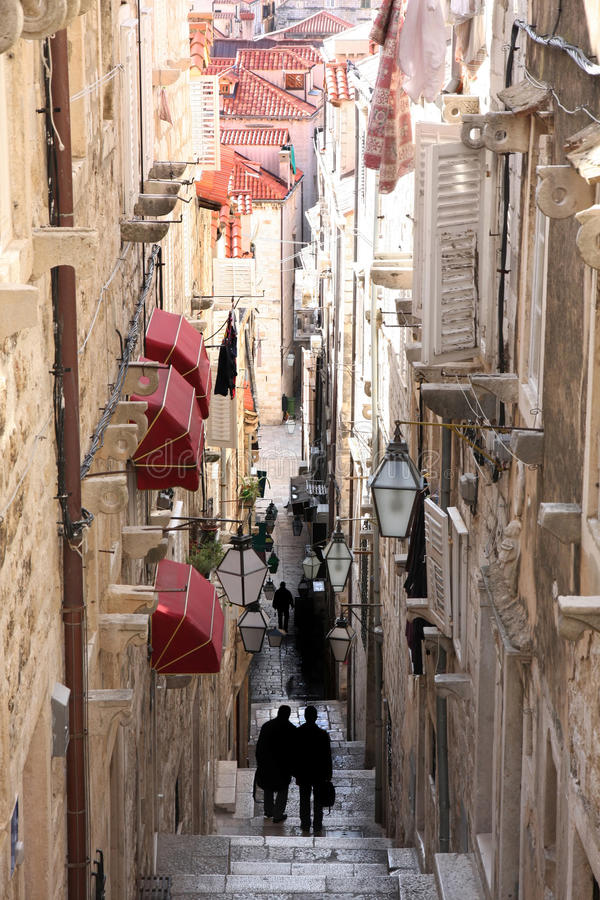 Rue étroite dans la vieille ville Dubrovnik, Croatie photo libre de droits