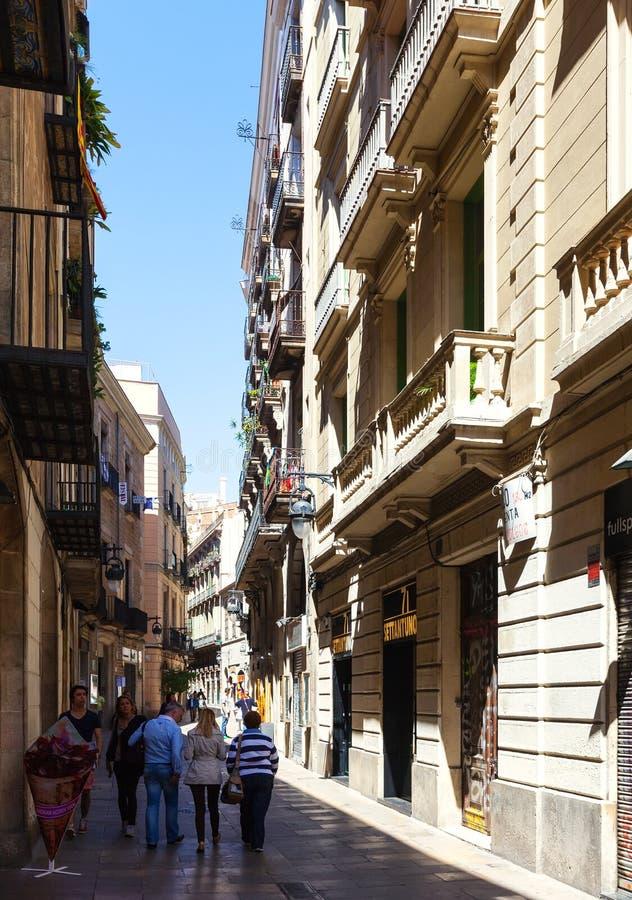 Rue étroite dans le quart gothique Barcelone photographie stock libre de droits