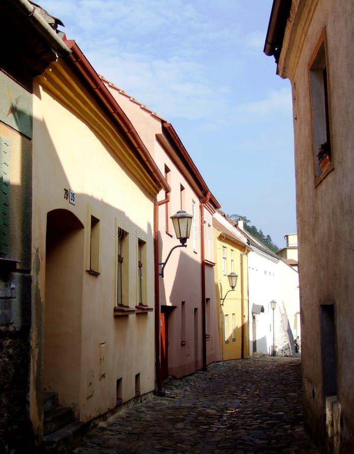 Rue étroite dans Trebic photographie stock