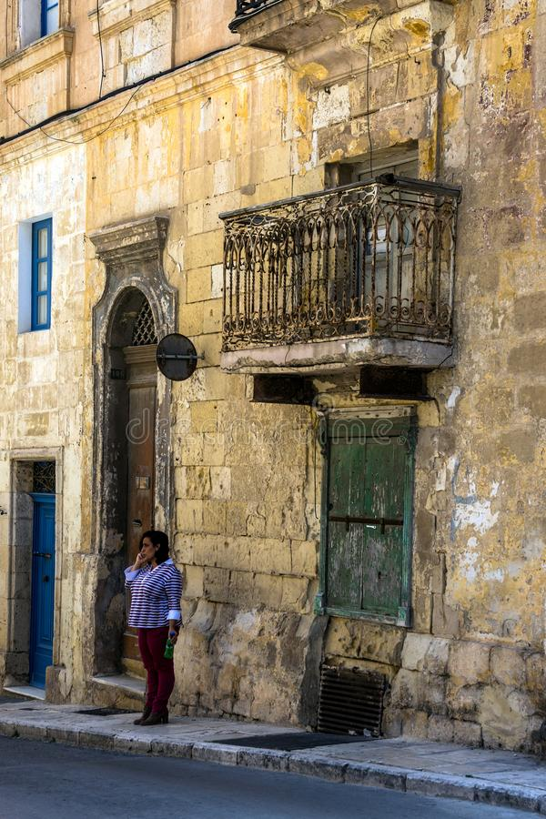 Rue étroite de La Valette, Malte photo libre de droits