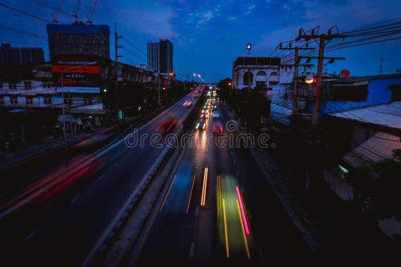 Rue après coucher du soleil photo stock