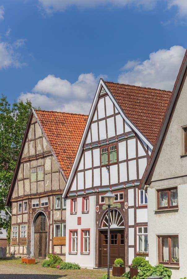 Rue avec de vieilles maisons au centre historique de Blomberg photo stock