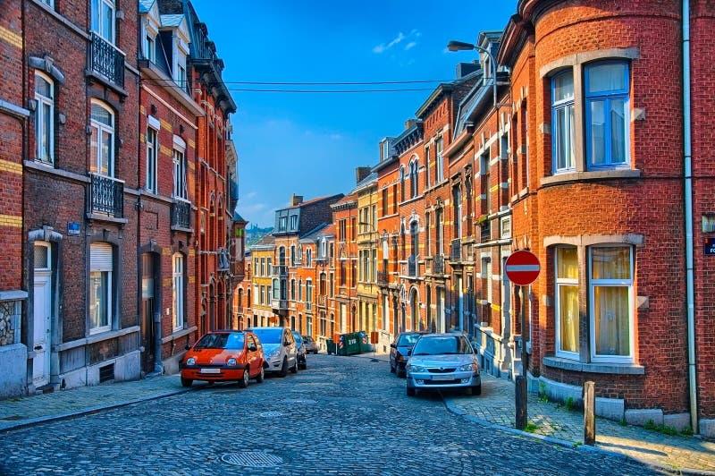 Rue avec des maisons de brique rouge à Liège, Belgique, Bénélux, HDR photographie stock