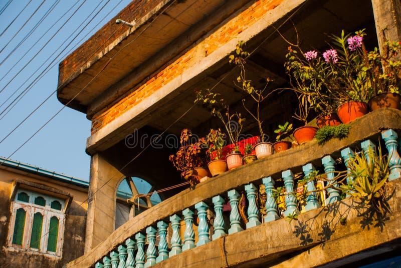 Rue avec des maisons Mawlamyine myanmar burma photographie stock libre de droits