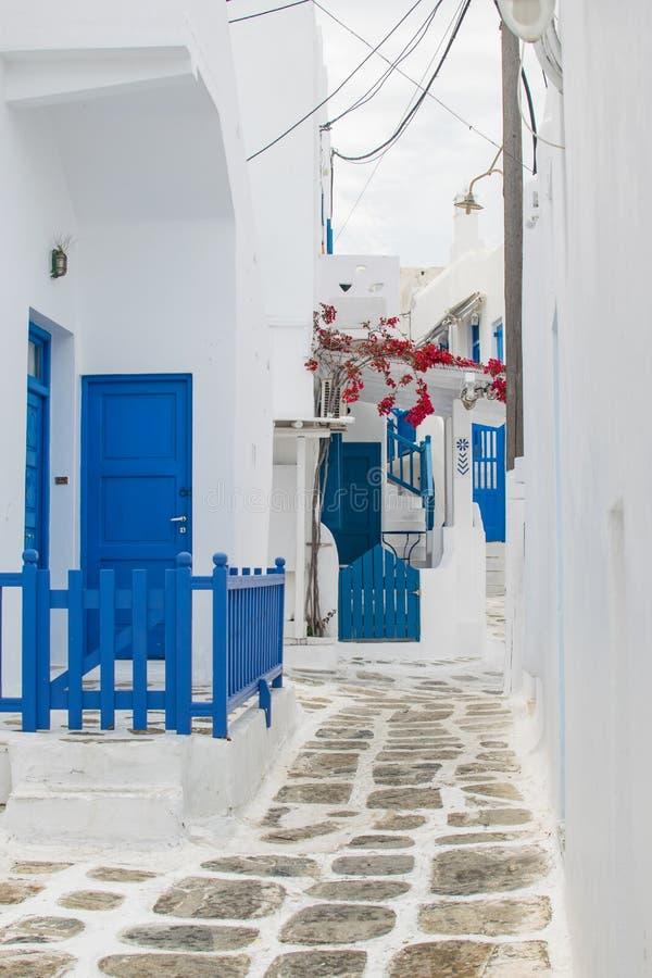 Rue blanche et bleue images libres de droits